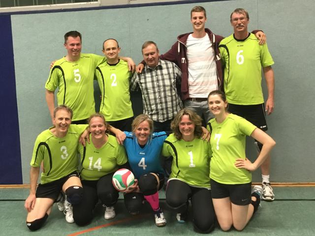 Vize Europameister und Volleyballbundesligaspieler Noah Baxpöhler zu Gast beim Spiel der Mixedmannschaft des TV Ennigerloh.