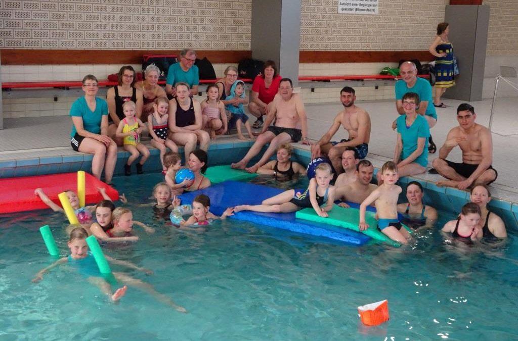 TVE – Mastersschwimmer feiern Familienschwimmtag.