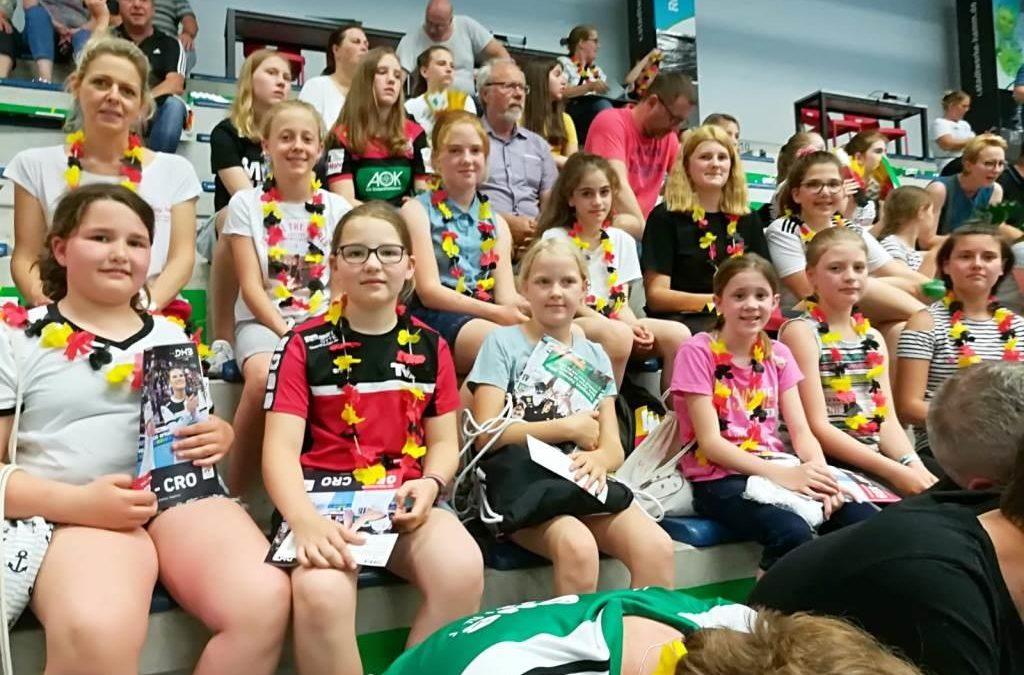 D-Handball-Mädchen des TV Ennigerloh beim Länderspiel Deutschland – Kroation in Hamm live dabei